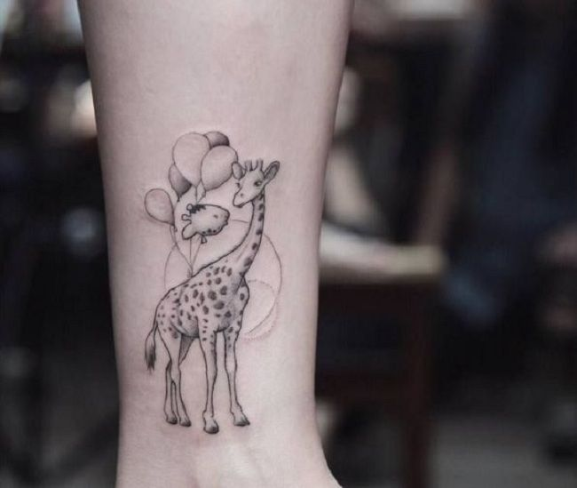 'Giraffe holding Balloons' Tattoo
