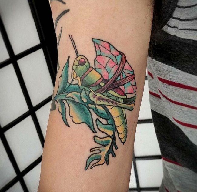 'Grasshopper holding a Crystal' Tattoo