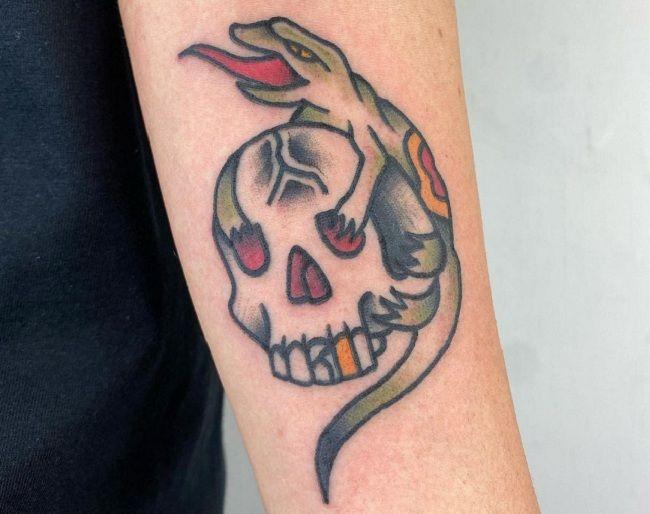 Lizard over a Skull Tattoo