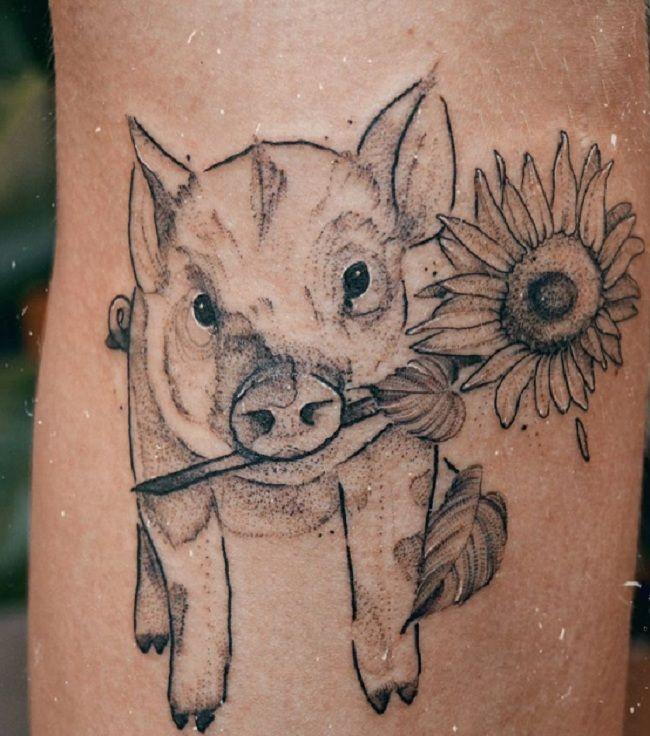 'Pig holding a Sunflower' Tattoo