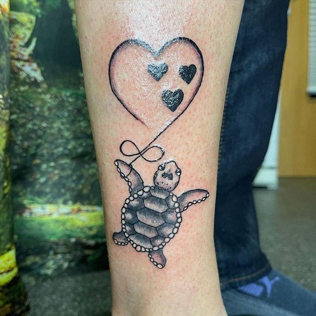 'Turtle holding a Heart Balloon' Tattoo
